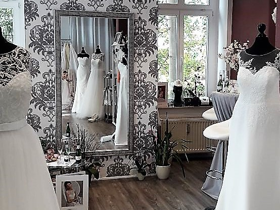 brautmoden am blauen wunder dresden home. Black Bedroom Furniture Sets. Home Design Ideas